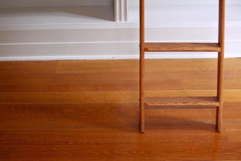 escabeau bois comparatif des escabeaux 3 marches petit escabeau et bois d coratif. Black Bedroom Furniture Sets. Home Design Ideas